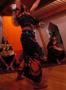 Trommeln und Tanzen